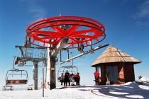 Dok se skijaši bude oni spremaju prevoz do vrha staze