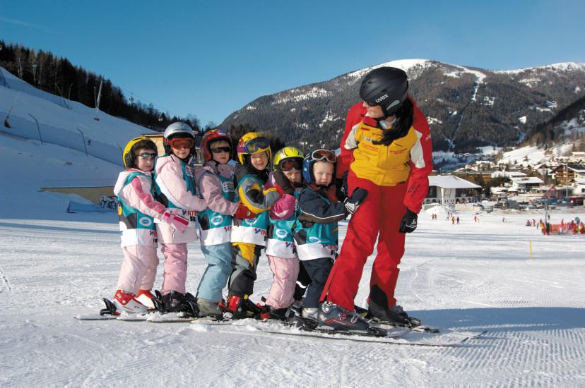 deca uce da skijaju