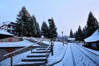 Na Kopaoniku sneg pada kao da je zima, iznenađeni i meštani