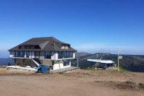 Počela demontaža nelegalnog kafića na vrhu Kopaonika